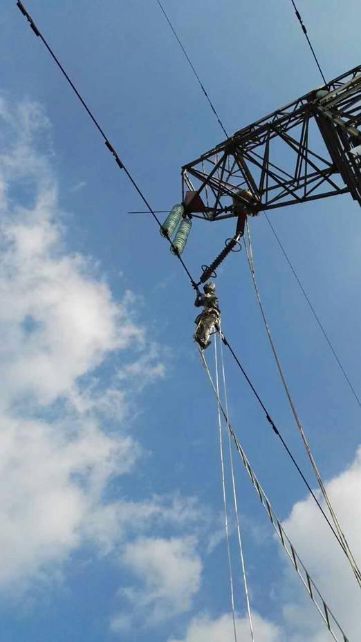 为保证上饶供电公司输电线路的安全可靠运行,输电室立即通知输电带电