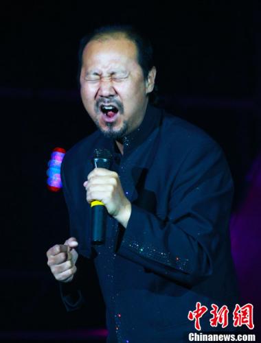 中国知名歌手腾格尔的另一面:做公益和慈善事业