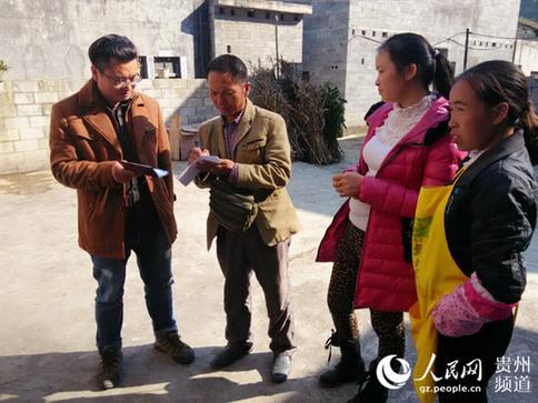 贞丰县爱心志愿者看望贫困儿童和孤寡老人